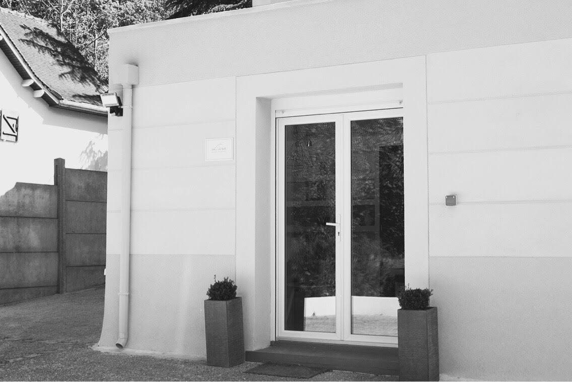 institut-façade-noir-et-blanc.jpg