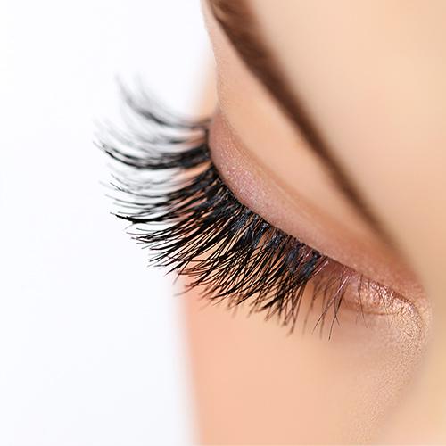 Soin Beauté : Teinture embellissante des cils et/ou sourcils